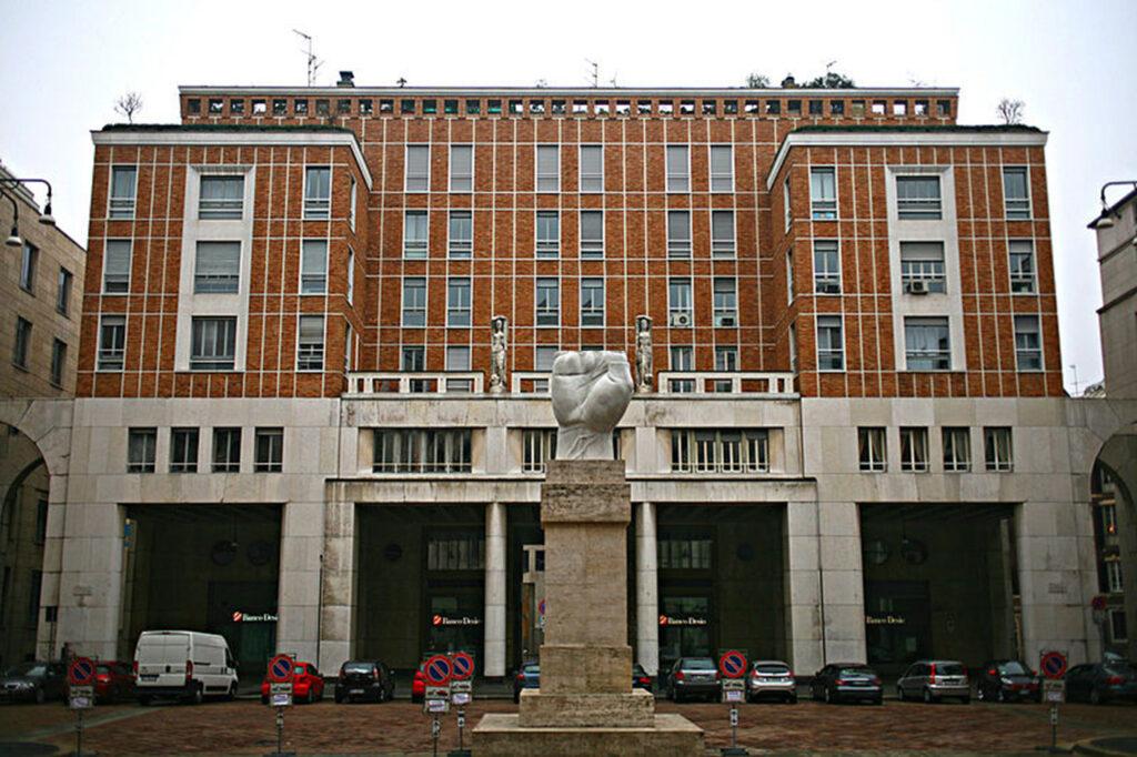 Questa immagine ha l'attributo alt vuoto; il nome del file è Fig.-2-Palazzo-Lancia-piazza-Affari-Milano-1024x682.jpg