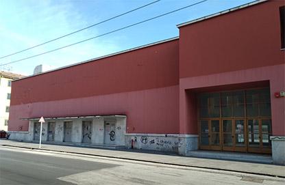 Questa immagine ha l'attributo alt vuoto; il nome del file è Fig.-17_Il-portale-dingresso-del-cinema-teatro-e-con-uscite-di-emergenza..jpg